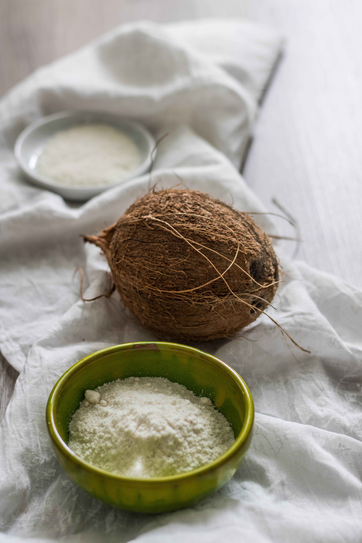 Gesunde Kokosnuss-Produkte Kokosmehl und Kokosraspeln