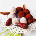 Vegane Energiekugeln mit Mandeln und Kokos