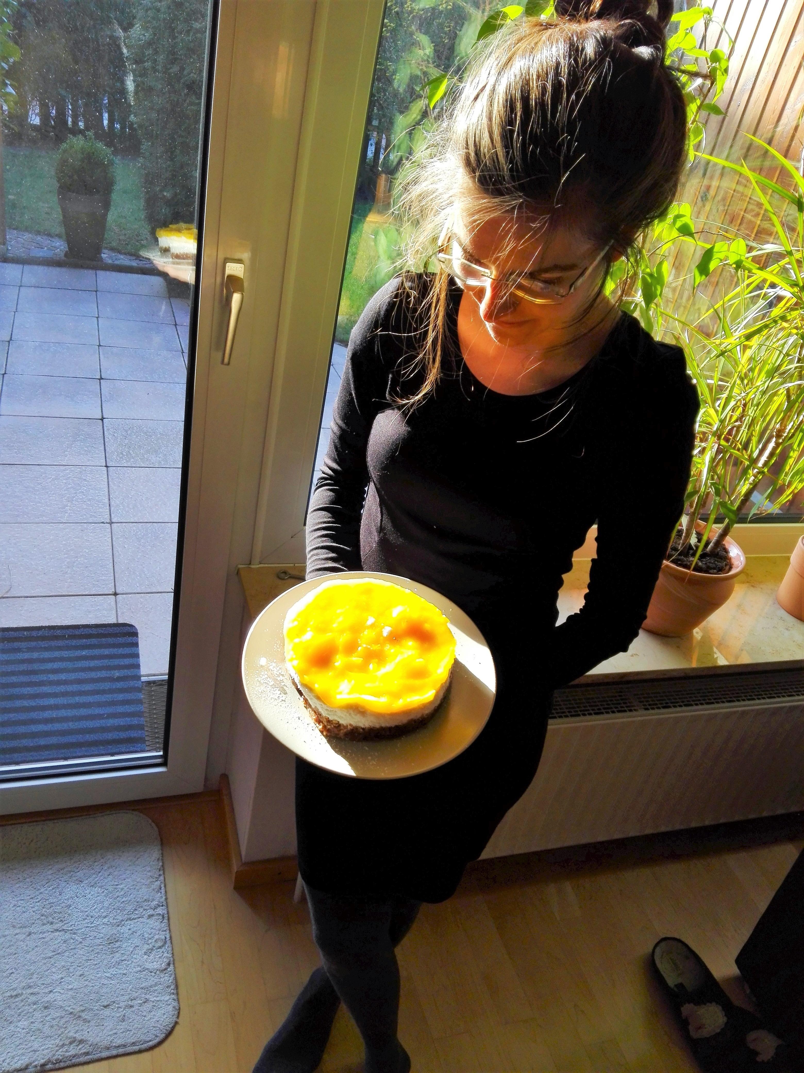Kokos-Mango-Torte-vegan Kaja Neumann präsentiert ihre Mango Kokos Torte vegan