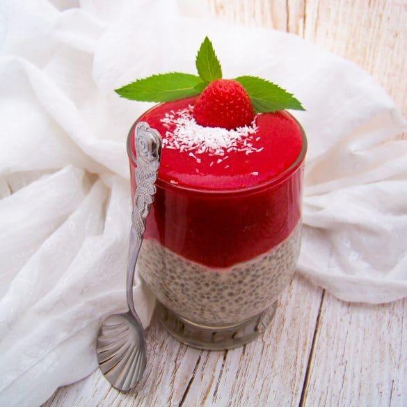 Kokos-Chiapudding mit Erdbeerpürree