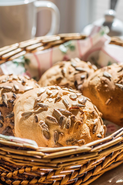 glutenfreie Brötchen ohne Hefe im Brötchenkorb
