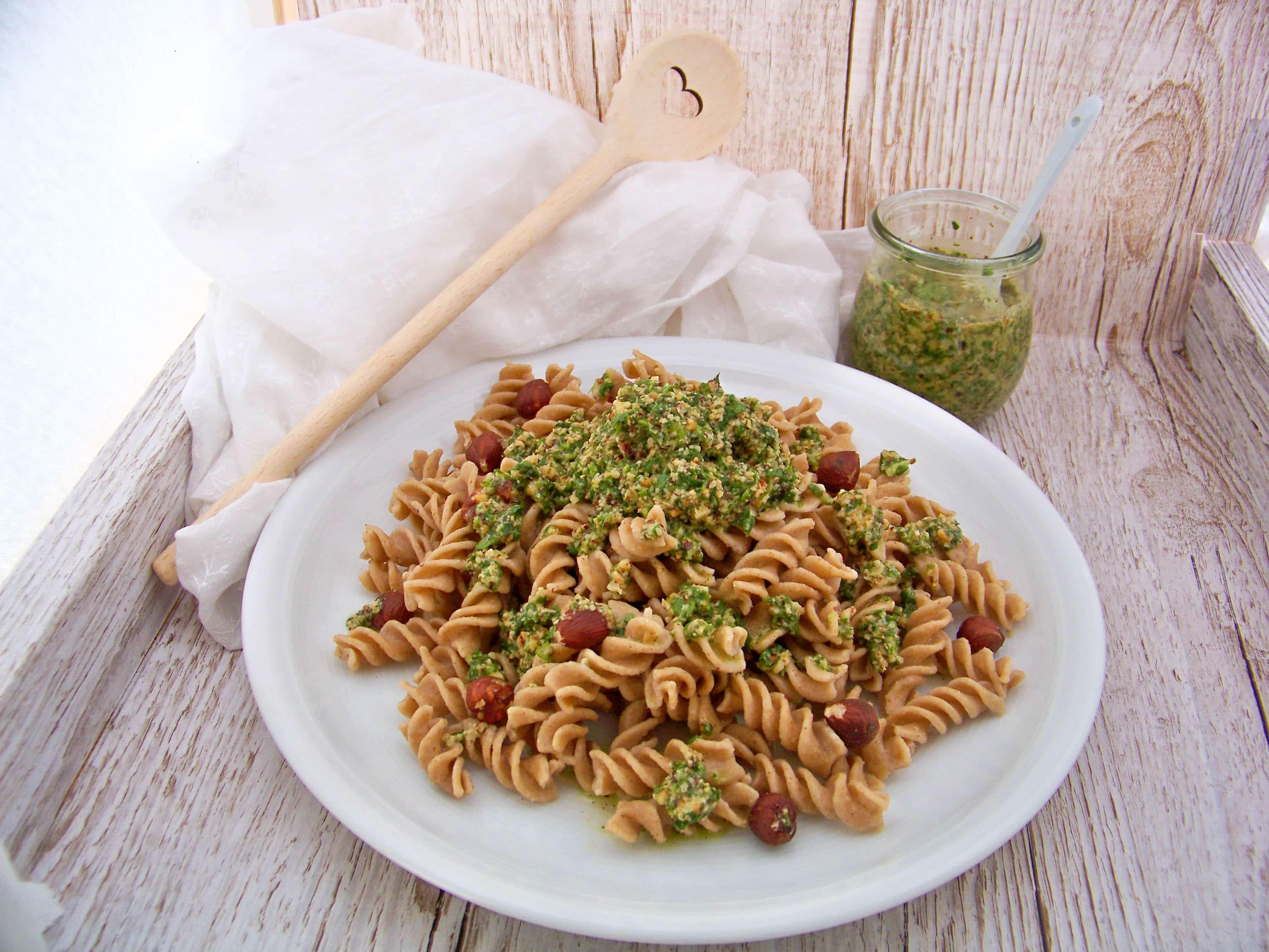 Nudeln mit Rucola-Haselnuss-Pesto, Nuss-Pesto selber machen, Haselnüsse