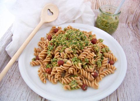Nudeln mit Rucola-Haselnuss-Pesto selbst gemacht