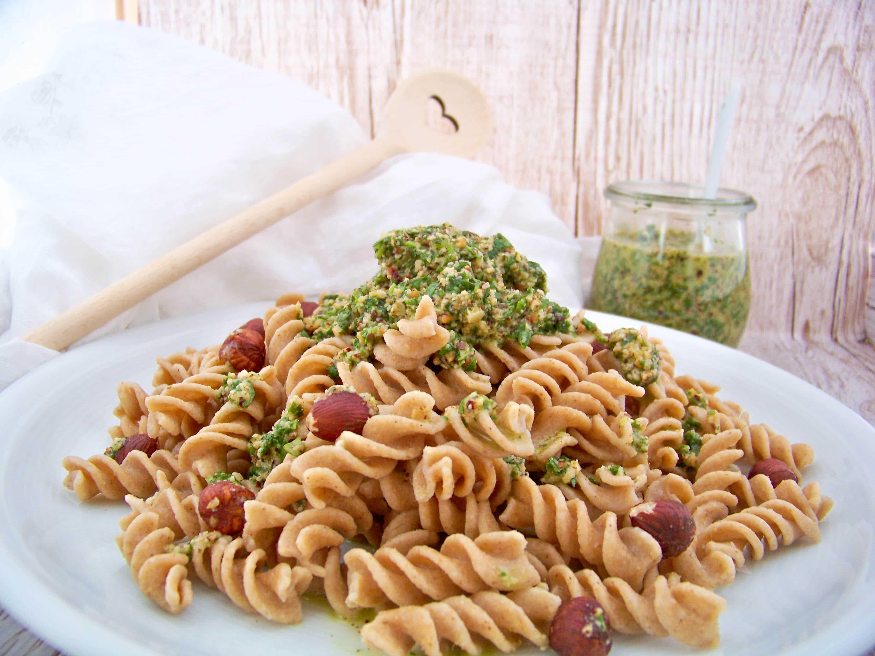 Nuss-Pesto selber machen, Nudeln mit Rucola-Haselnuss-Pesto