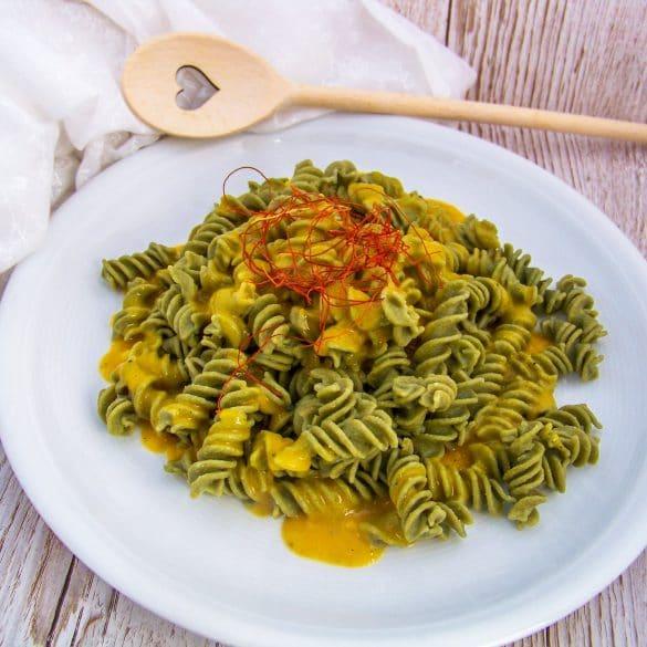 Scharfe Mangosauce zu CHlorella Fussili mit einem Herzkochlöffel