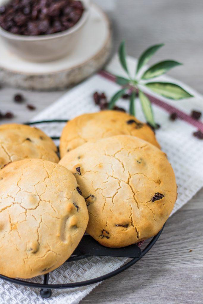 Süße Rosinenfladen ohne Hefe - vegan und glutenfreie Rosinenbrötchen