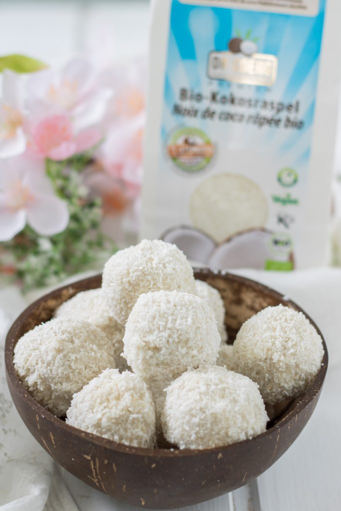 Gesunde Raffaelo selber machen mit Kokosraspeln