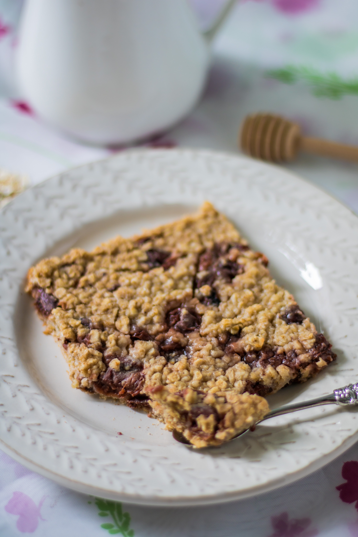 Baked Oatmeal mit Kirschen Nahaufnahme