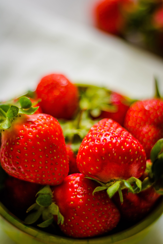 Erdbeer-Fakten_ Erdbeeren naschen