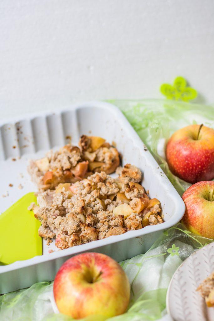Glutenfreier Apfel-Streuselkuchen aus der Auflaufform