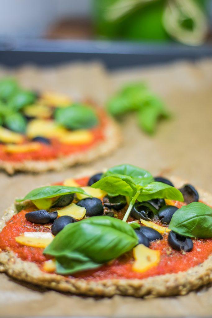Quinoa-Pizza mit Basilikum