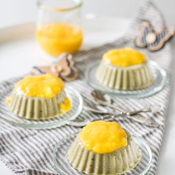 Veganes Matcha-Panna-Cotta mit Mangosoße
