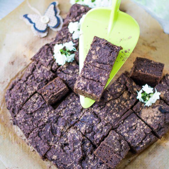 Kuchen auf grünem Tortenheber