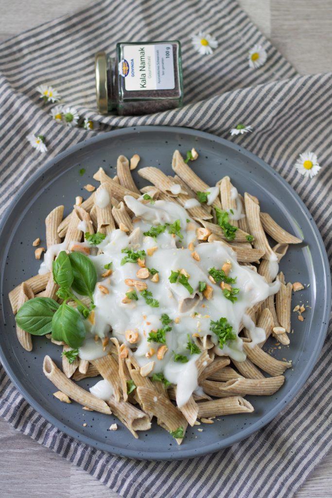 Vegane Carbonara-Sauce aus Blumenkohl mit Penne