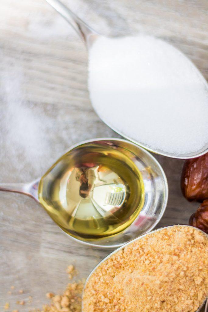 Alternative Süßungsmittel Agavendicksaft auf einem Löffel