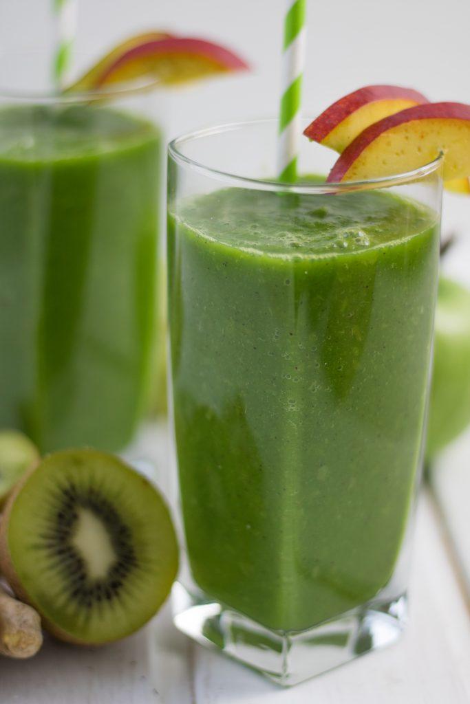 Grüner Smoothie mit Rucola und Mango