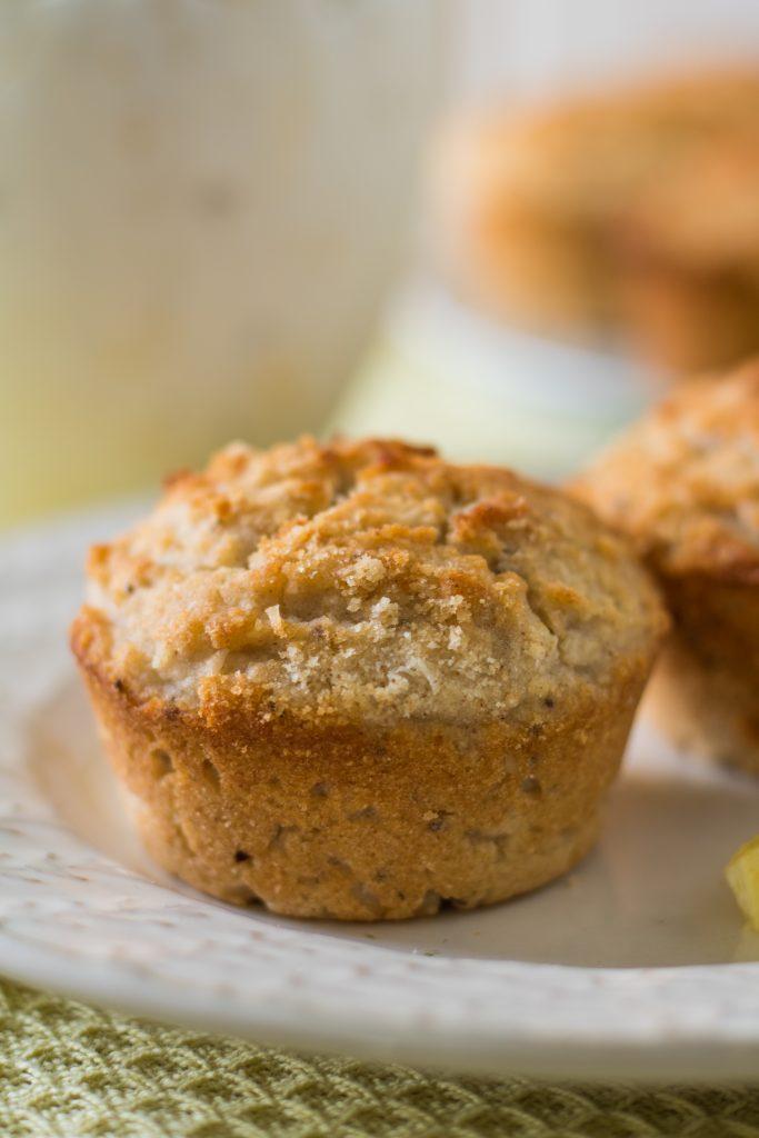 Glutenfreie und vegane Zitronen-Kokos-Muffins Nahaufnahme