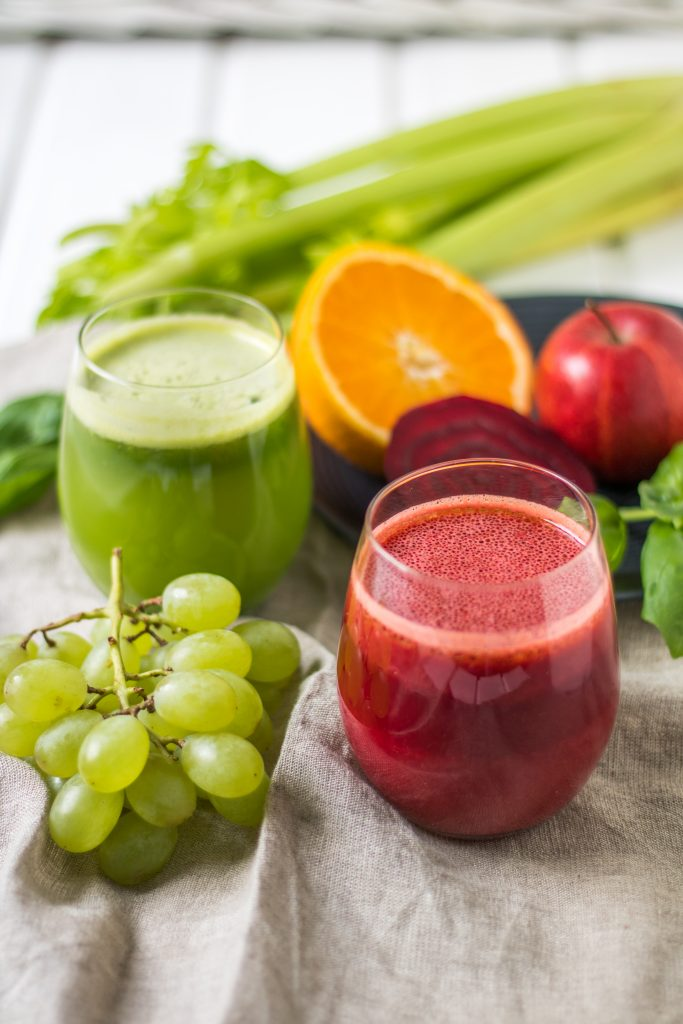 Roter und grüner Saft - 2 gesunde Entsafter-Rezepte