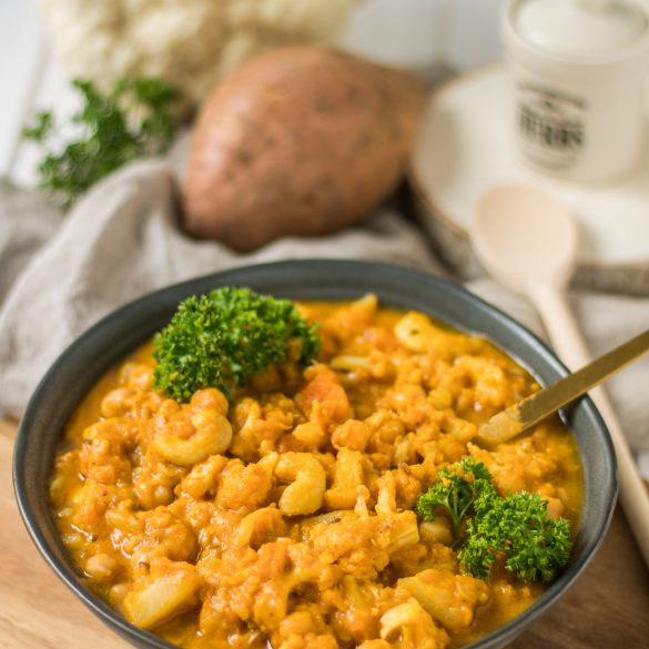 Blumenkohl-Kichererbsen-Curry mit Süßkartoffel