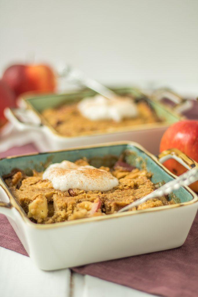 einfacher veganer Apfel-Hirse-Auflauf mit Walnüssen