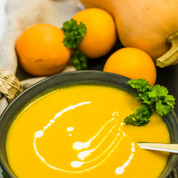 Vegane Butternut-Kürbissuppe mit Orangen und Kokosmilch